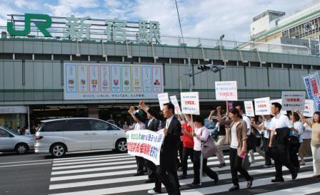 100627新宿デモ行進3